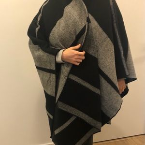 Zara poncho / shawl medium size